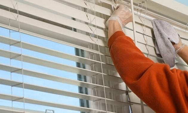 cleaning aluminium blinds
